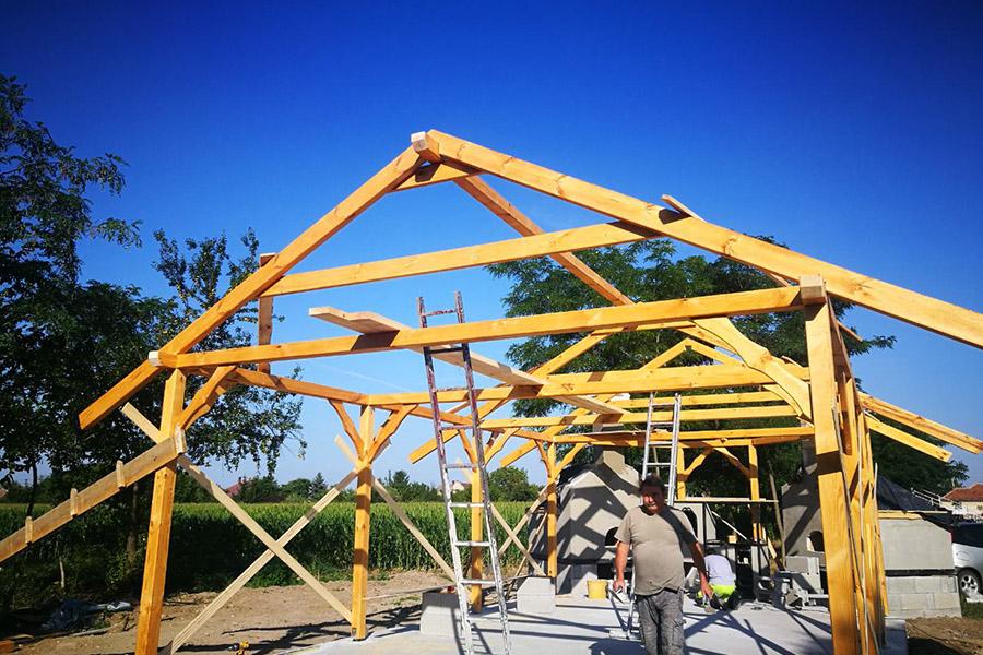 kemence építés. favázas épület építés, zsindely fedés