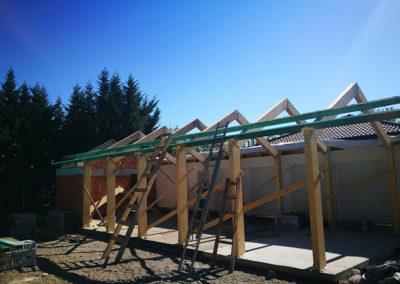 Vendégház bővítés – Részben nyitott favázas épület kivitelezése
