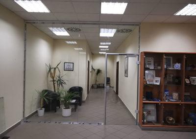 OIF – Üvegfalak és kártyás beléptető rendszer